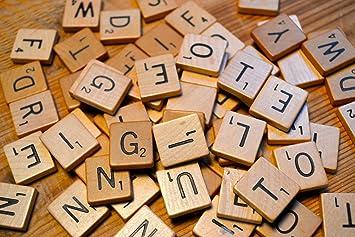 LeSB 100pcs Cartas de la letra Cartas de madera Juegos de los azulejos de Scrabble del reemplazo para deletrear Scrapbooking: Amazon.es: Juguetes y juegos