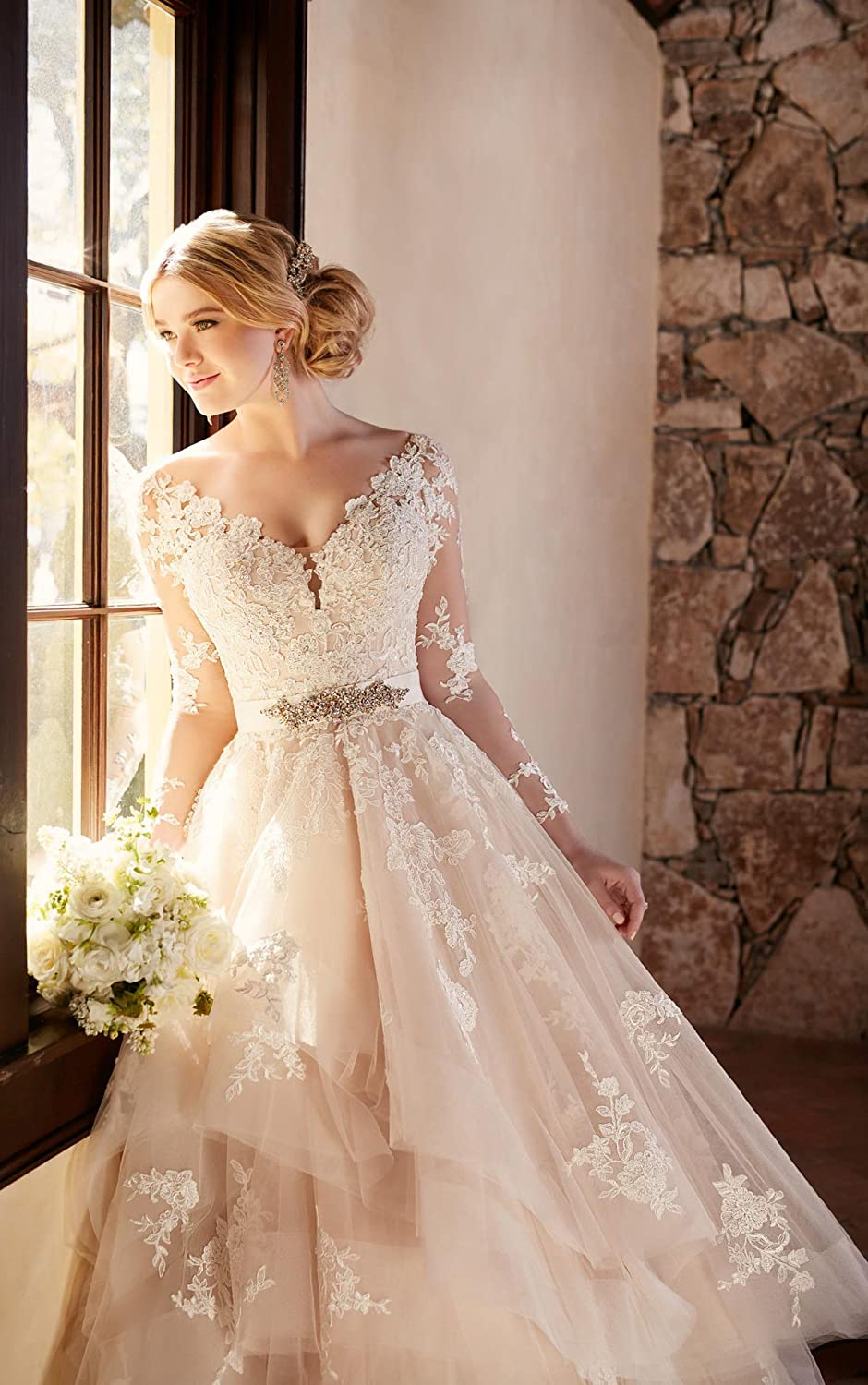 1ad3230ad058 Doramei Women s Ball Gown Long Sleeve Lace Appliques Backless Wedding Dress  2018 at Amazon Women s Clothing store