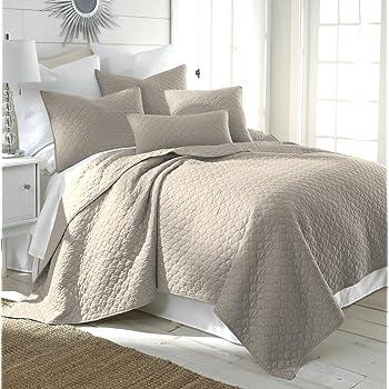 Amazon Com Bordeaux Light Grey King Quilt Set Home Amp Kitchen