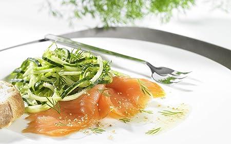 plato de fideos de calabacines con salmón