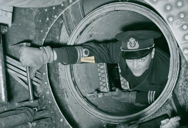 Amazon com: Vintage photo of Captain Eric climbs in U1180