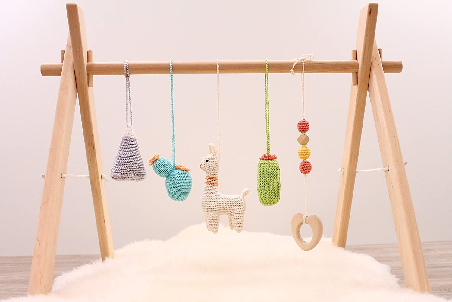 Desert Baby play gym with 5 mobiles: llama, cactus, succulent, mountain, Wooden heart. Wooden baby gym, crochet mobiles. Boho. Travel. Infant activity center. Handmade in Eastern Europe.
