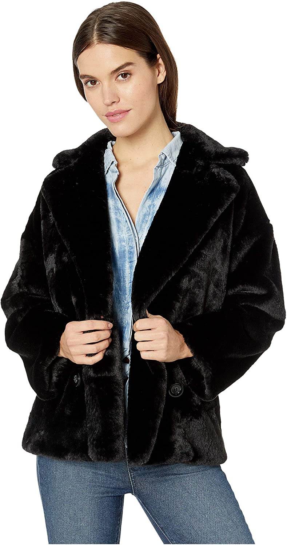 people homme avec manteau fourrure