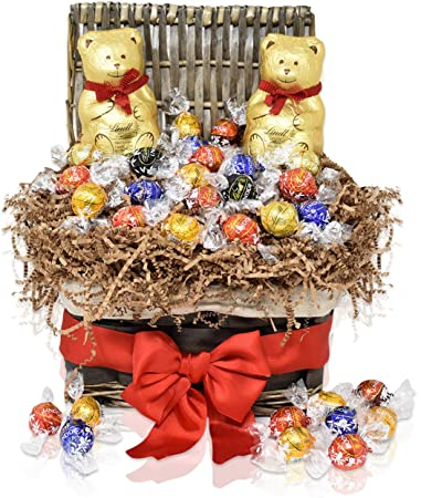 Amazon.com : Christmas Gift Basket - 2 LINDT Teddy Bears 7 oz with ...