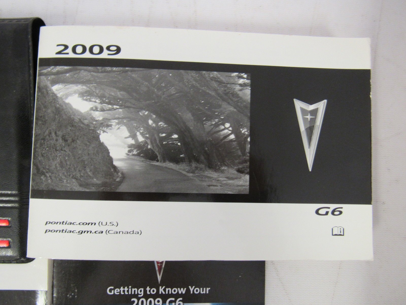2009 pontiac g6 owners manual guide book amazon com books rh amazon com Pontiac G6 Warning Lights and Their Meaning pontiac g6 owners manual 2008