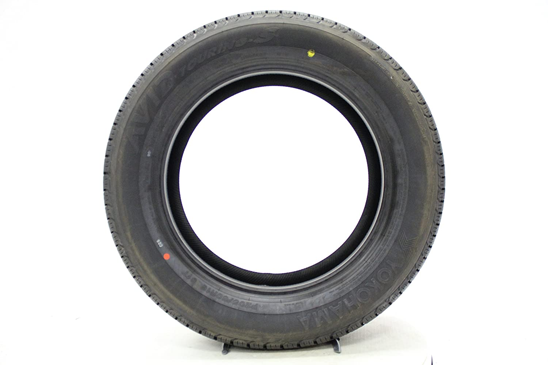 225//60R17 98T Yokohama Avid Touring S All-Season Tire