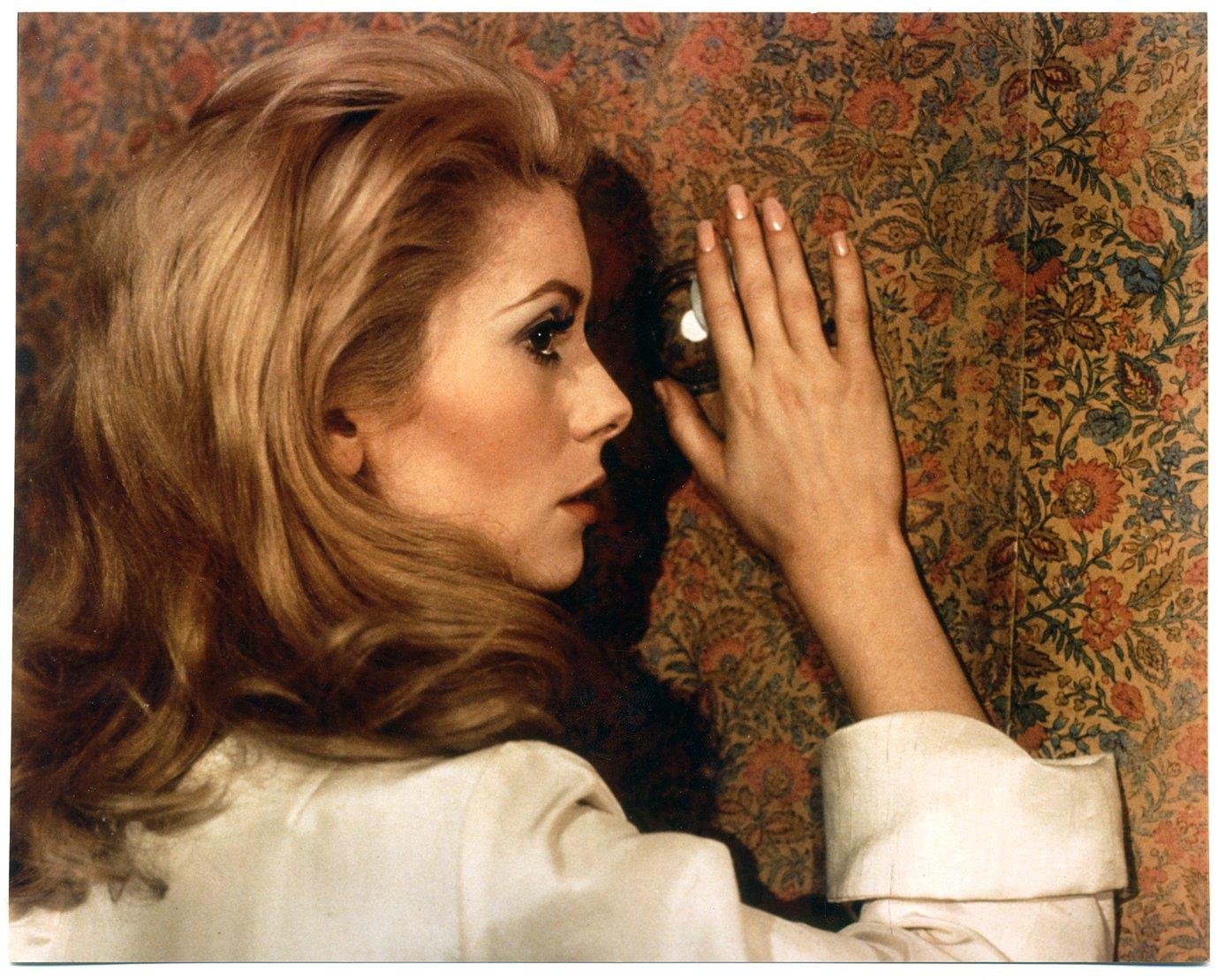 Amazon.com: Belle de jour (The Criterion Collection) [Blu-ray]: Catherine  Deneuve, Jean Sorel, Michel Piccoli, Geneviéve Page, Luis Buñuel: Movies &  TV