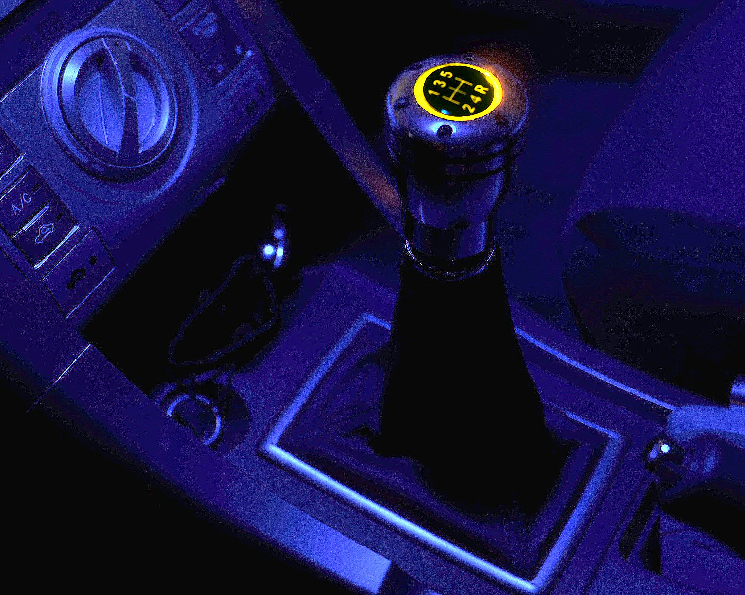 ICBEAMER Silver Aluminum Manual Transmission Gear Stick Shift Knob w//Yellow LED Top Glow /& 2 pcs CR2032 Battery