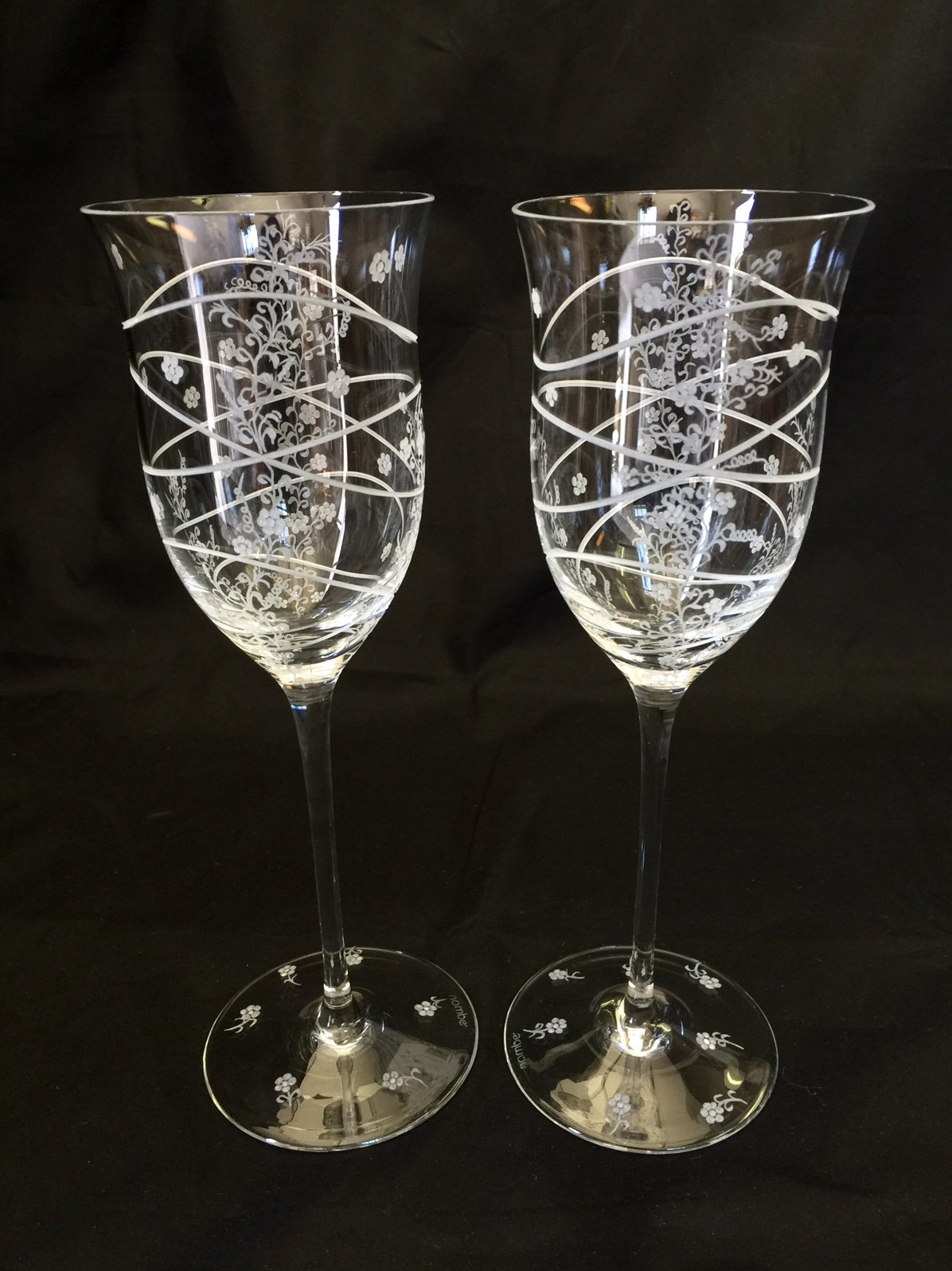 Hand Engraved Wine Goblets, Flowers, Housewarming, Home Decor, Toasting, crystal wine glass etched, Floral wine glass, Wine Glasses Hand Engraved