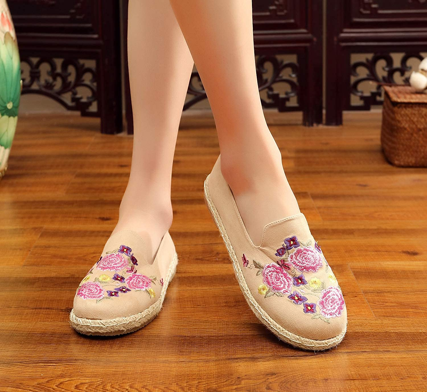 MasterSeven Beijing National Wind Women Cloth Shoes Flat Retro Hanfu Costume Square Dance Embroidery Shoes