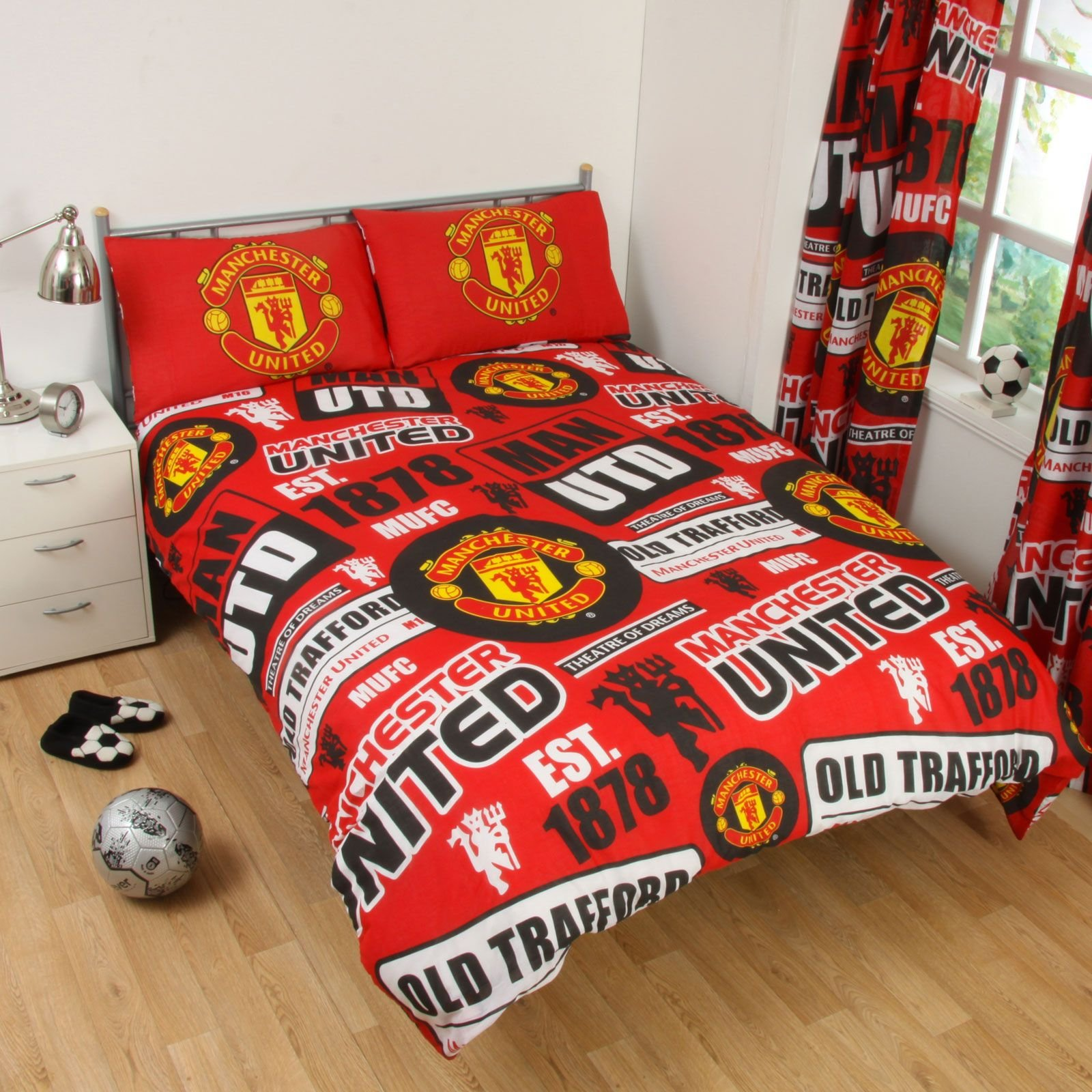 Manchester United FC Patch UK Double/US Full Duvet Cover and Pillowcase Set by Manchester United
