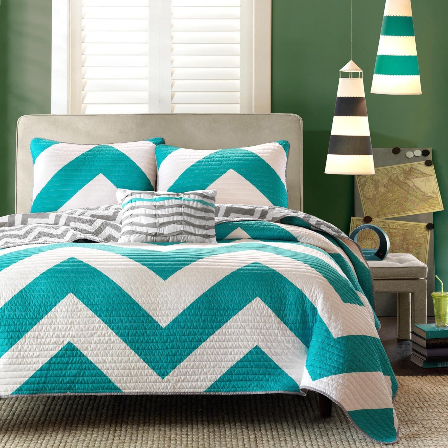 F&W 4 Piece Beautiful Blue Grey White Full Queen Quilt Set, Chevron Themed Reversible Bedding Zig Zag Chic Geometric Turquoise Teal Trendy Modern Aqua Bright Vibrant Colorful Stylish Bold, Microfiber