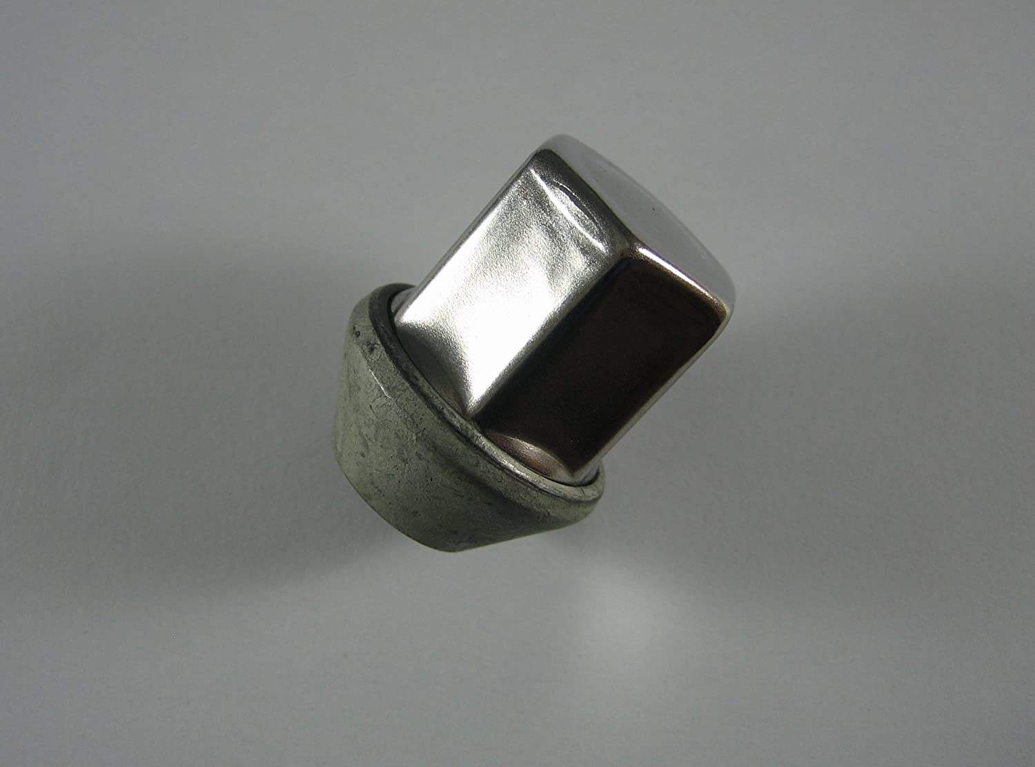 One (1) Genuine Land Rover Lug Nut LR001381