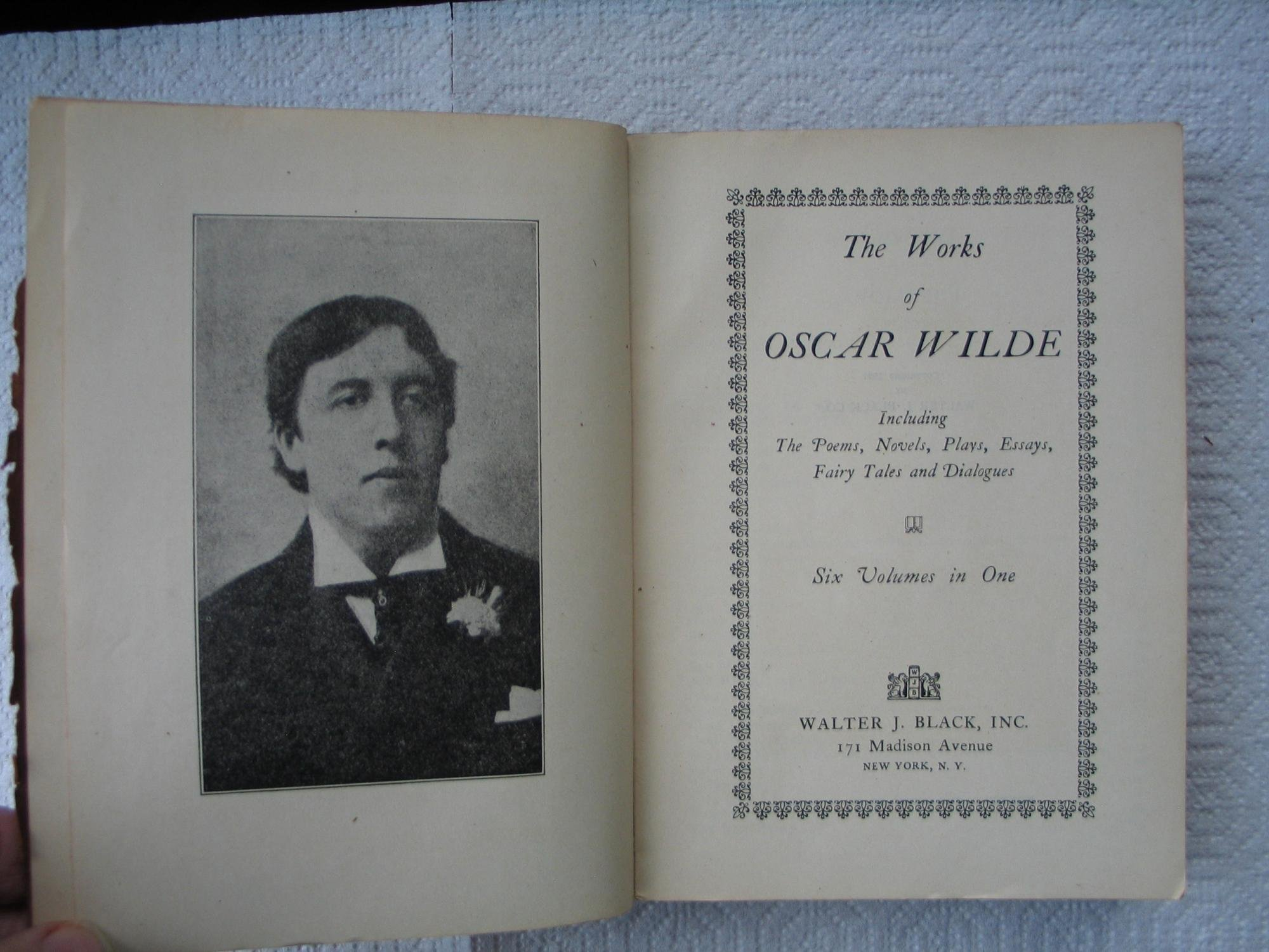 the works of oscar wilde including the poems novels plays the works of oscar wilde including the poems novels plays essays fairy tales and dialogues six volumes in one oscar wilde com books