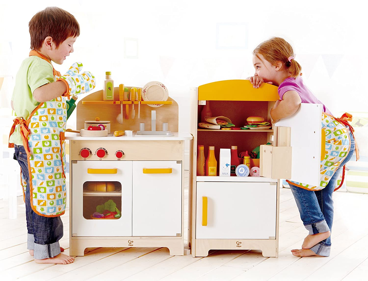 Amazon com hape gourmet kitchen kids wooden play kitchen in white discontinued by manufacturer toys games
