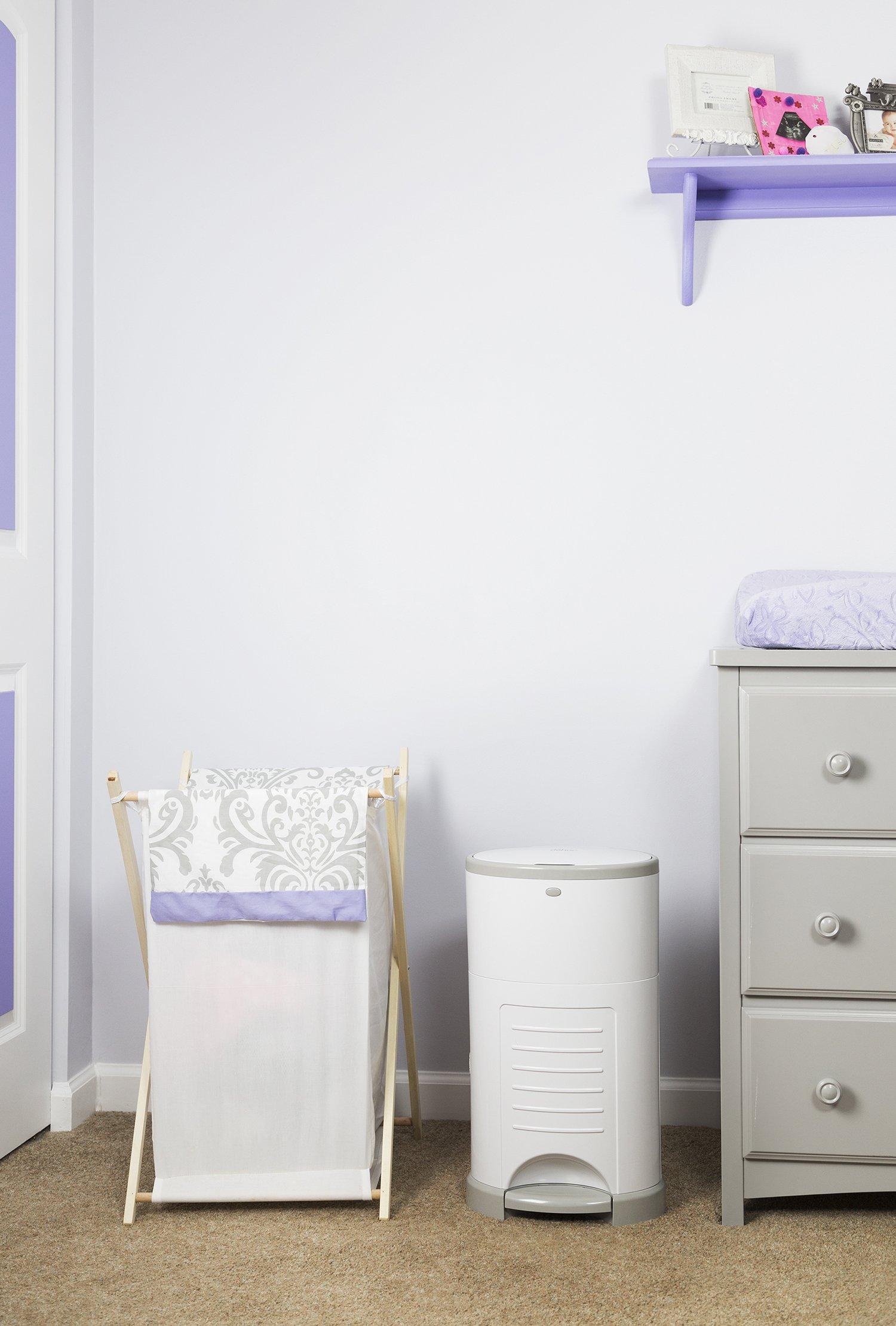 Dekor classic hands free diaper pail easiest to use for Dekor classic diaper pail refills