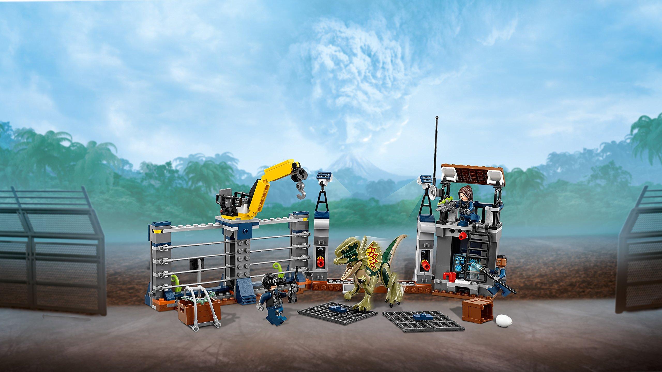 LEGO 75931 Jurassic World Dilophosaurus Outpost Attack Playset, Dinosaur Figures, Build & Play Dinosaur Toys for Kids by LEGO (Image #6)