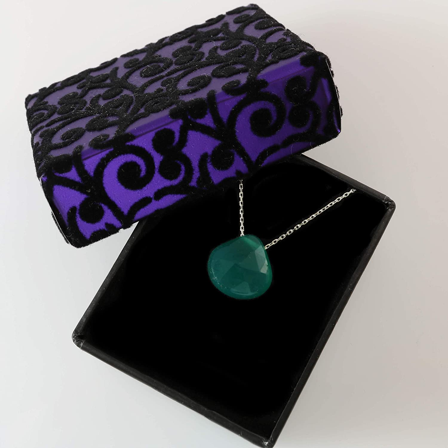 Elegant Jewellery Box Natural Green Agate Tiny Pear-Shaped Pendant with 925 Sterling Silver 40+5cm Chain