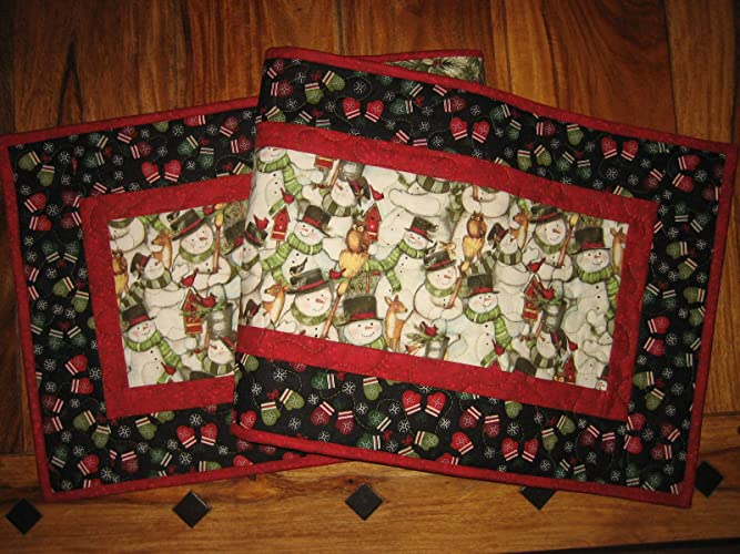 Christmas Table Runner Quilted.Amazon Com Snowmen And Mittens Christmas Table Runner