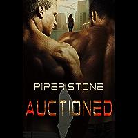 Auctioned: A Dark Sci-Fi Menage Romance (English Edition)