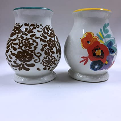 Decorative vase shaped seasoning shaker