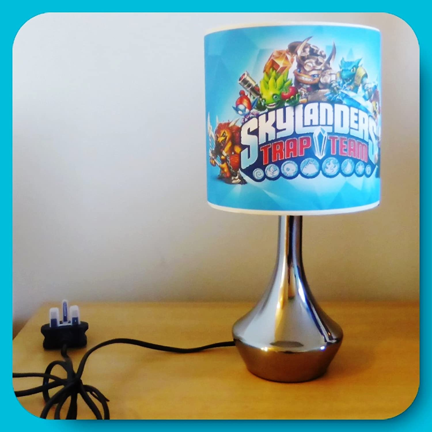 SKYLANDERS TRAP TEAM   BEDSIDE LAMP   BOYS BEDROOM LIGHT / LAMP SHADE:  Amazon.co.uk: Lighting