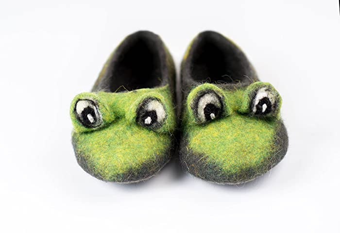 a2c24ae3c34a Image Unavailable. Image not available for. Colour: Green Frog toddler  felted wool slippers, Handmade kids home ...