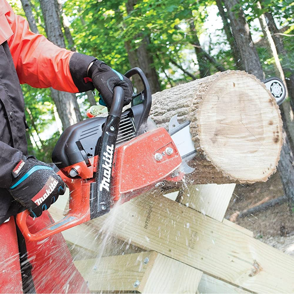 Best Professional Chainsaws – Reviews and Buyer's Guide