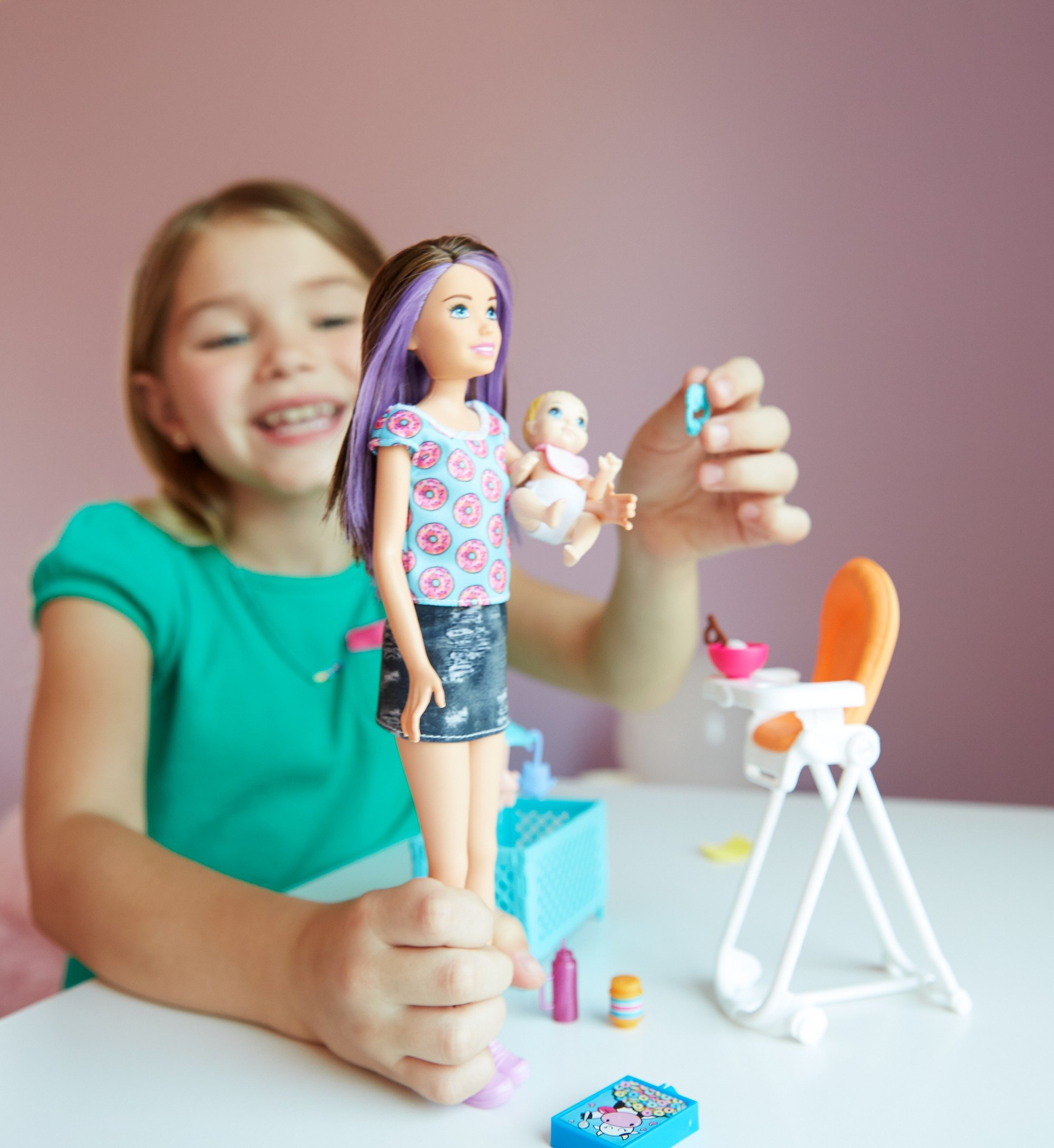 Barbie Skipper Babysitters Inc. Doll and Feeding Playset by Barbie (Image #4)