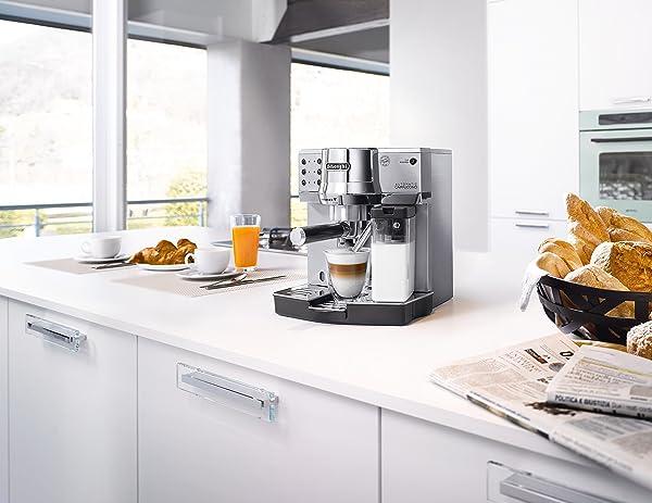 De'Longhi EC 860.M verbindet in attraktivem Design die Tradition einer italienischen Einkreiser Espressomaschine mit Siebträger