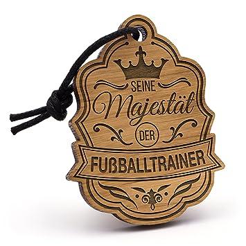 Fashionalarm Schlusselanhanger Majestat Fussballtrainer Aus Holz Mit