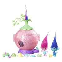 DreamWorks Trolls - Poppy's Coronation Pod inc 2 Figures, Bug Critter & 11 Accessories