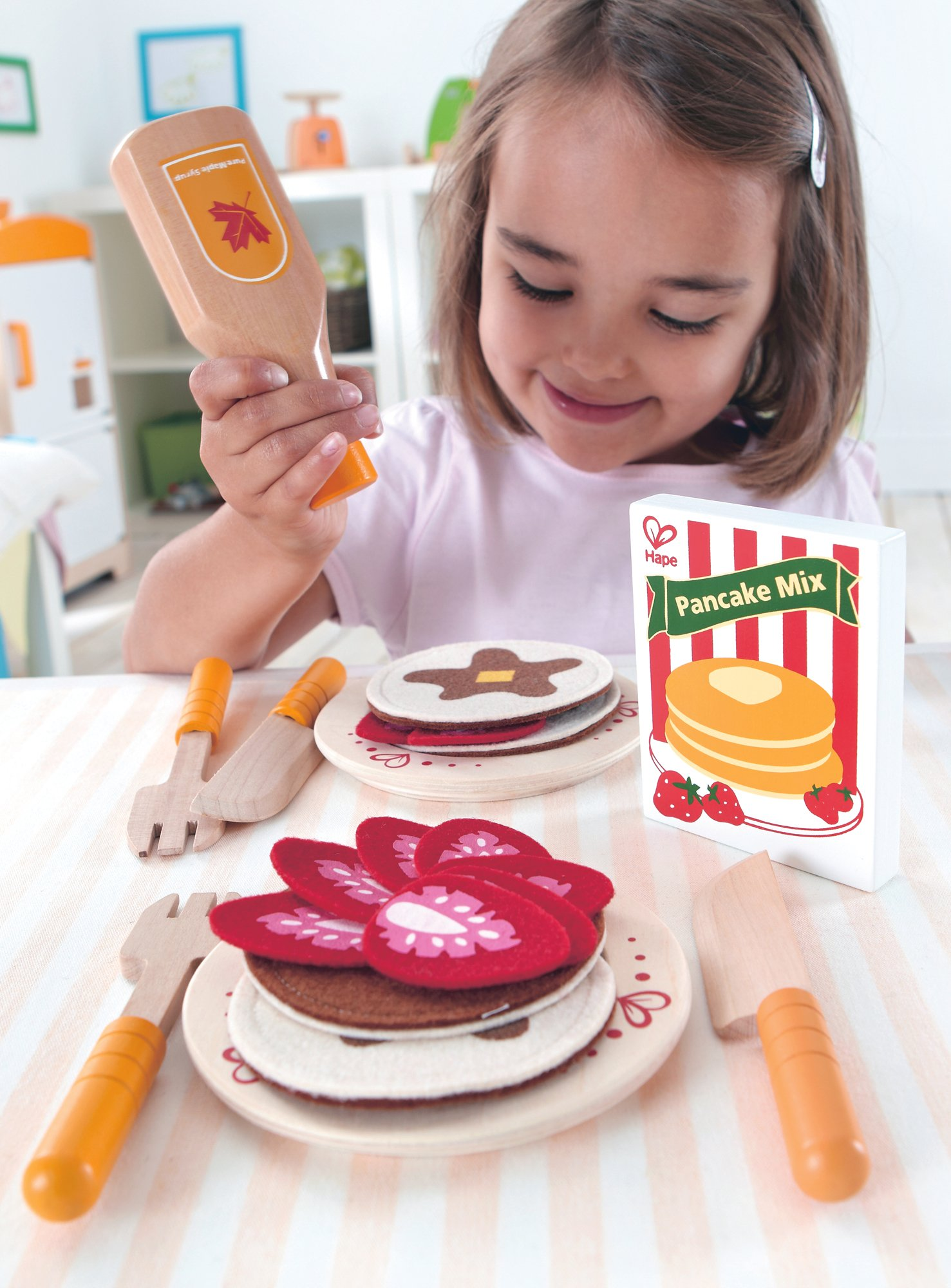 Hape Pancake Breakfast with Strawberries and Syrup Wooden Play Kitchen Food Set and Accessories by Hape (Image #3)