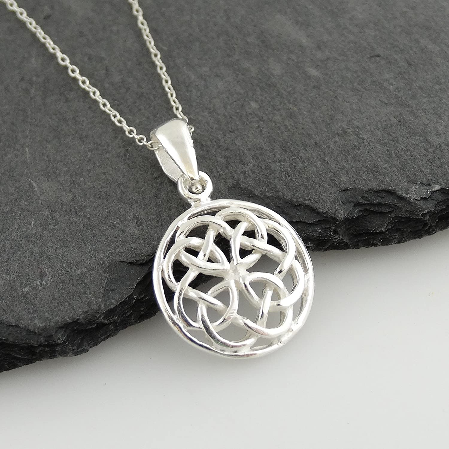 18 Chain FashionJunkie4Life Sterling Silver Round Celtic Knot Pendant Necklace