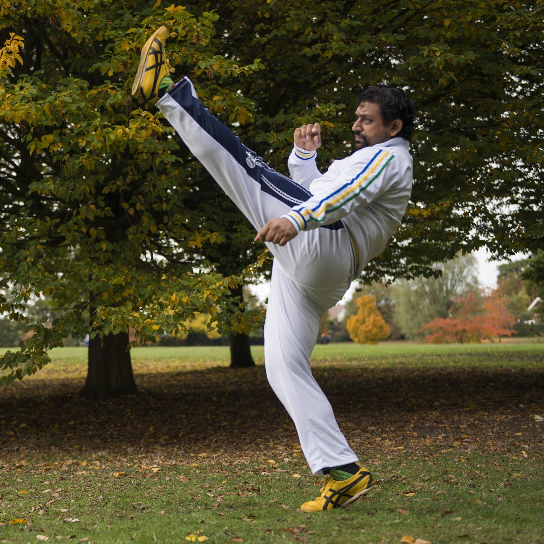 - blanco X-Large Aut/éntico Brasile/ño Capoeira Artes Marciales Pantalones blanco con tradicional, Berimbau Negro Along Pierna Blanco Unisex