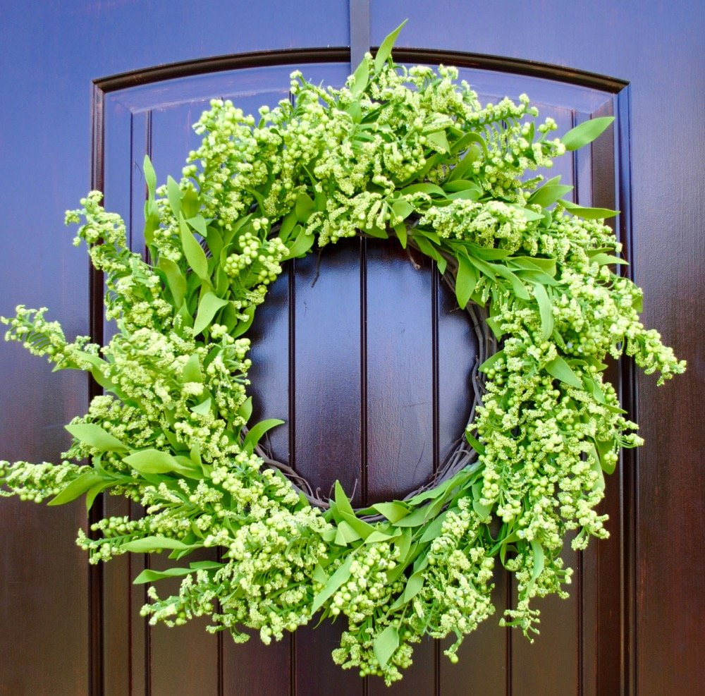 Green Berry Wreath with Leaves in 22-24 diameter