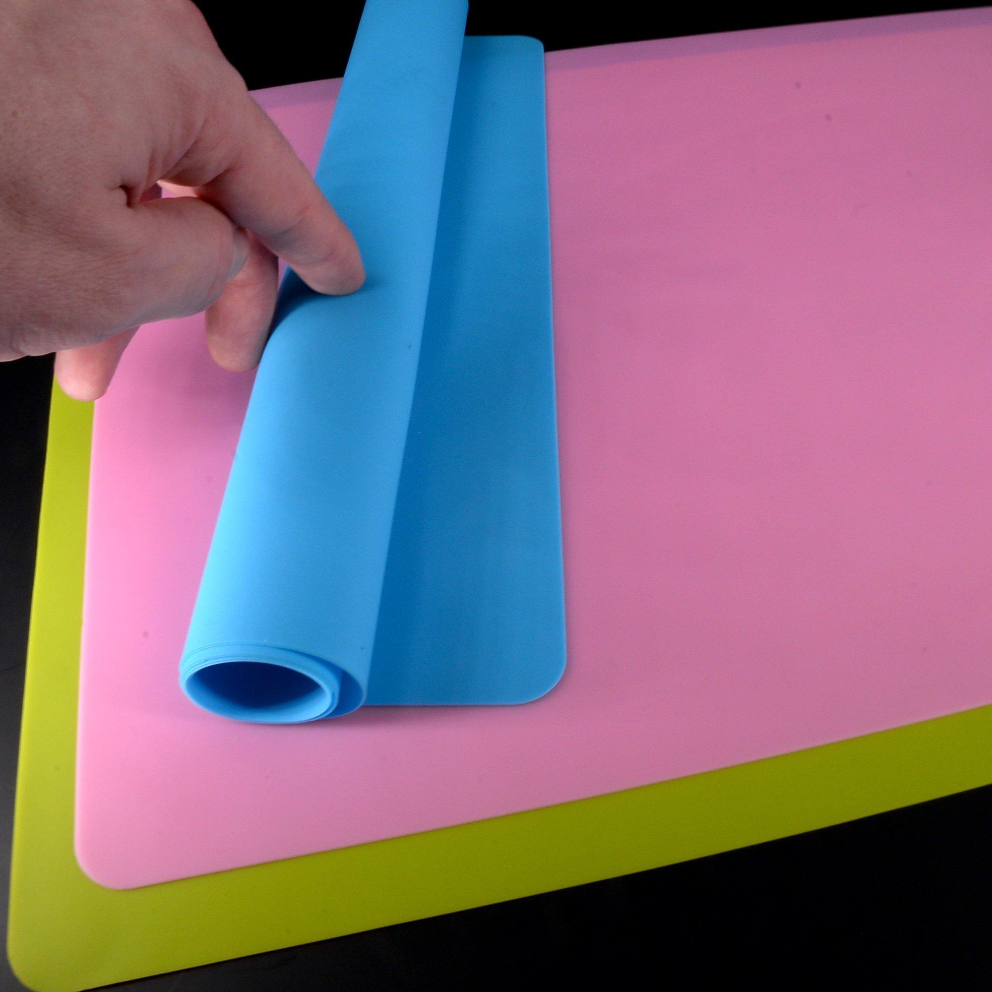Placemat Set - Silicone Non Slip Food Placemats (40 x 30 CM) - Portable, Reusable Placemats by Yabber