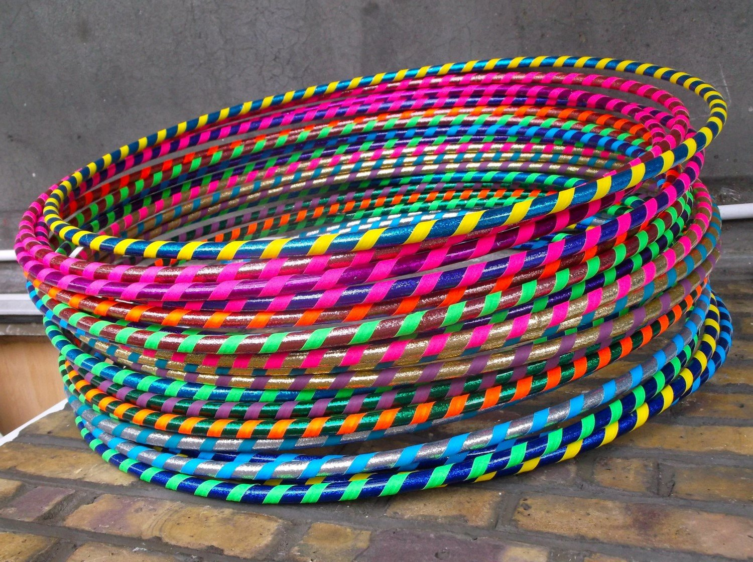 FB FunkyBuys® MULTICOLOUR CHILDREN ADULT HULA HOOP DURABLE PLASTIC INDOOR OUTDOOR FITNESS