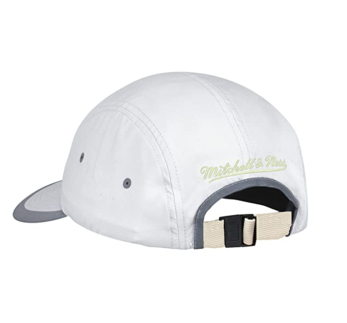 sports shoes aba6a c3050 Amazon.com   Mitchell   Ness NBA Poly Double Weave Adjustable Strapback Hat  White Gray (Chicago Bulls)   Sports   Outdoors