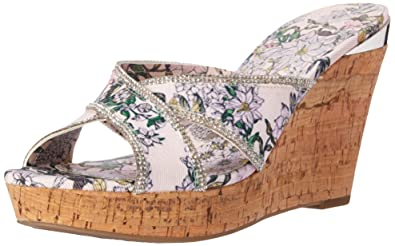 76aca26c930 Amazon.com  GUESS Women s ELEONORA4 Wedge Sandal  Guess Footwear  Shoes