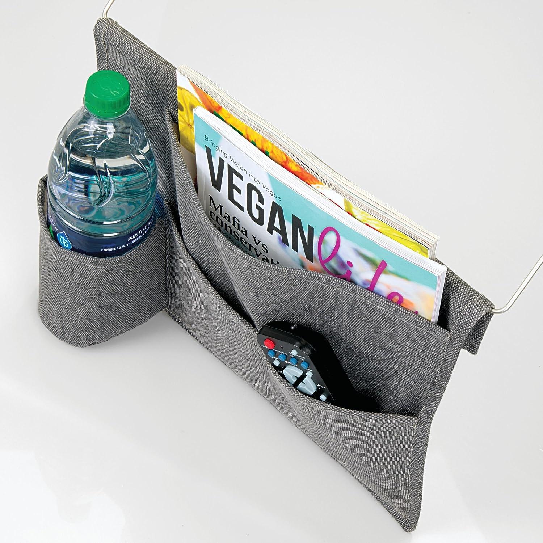 mDesign Organizador colgante con 4 bolsillos - Espaciosa mesita de noche para colgar de algodón - Práctica bolsa organizadora con colgador para guardar agua ...