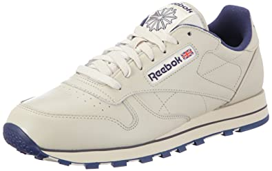 72b8578140f4 Reebok Men s Classic Leather Track   Field Shoes  Amazon.co.uk ...