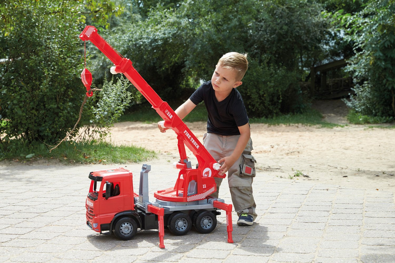 Lena 02175 Riesen - Starke Riesen 02175 Feuerwehr Kranwagen Mercedes Benz Arocs, rot, ca. 70 cm, Kranauto mit 3 Achsen, großes Spielfahrzeug für Kinder ab 3 Jahre, robuster Feuerwehrkran mit Seilwinde bis 1,05 m 771c42