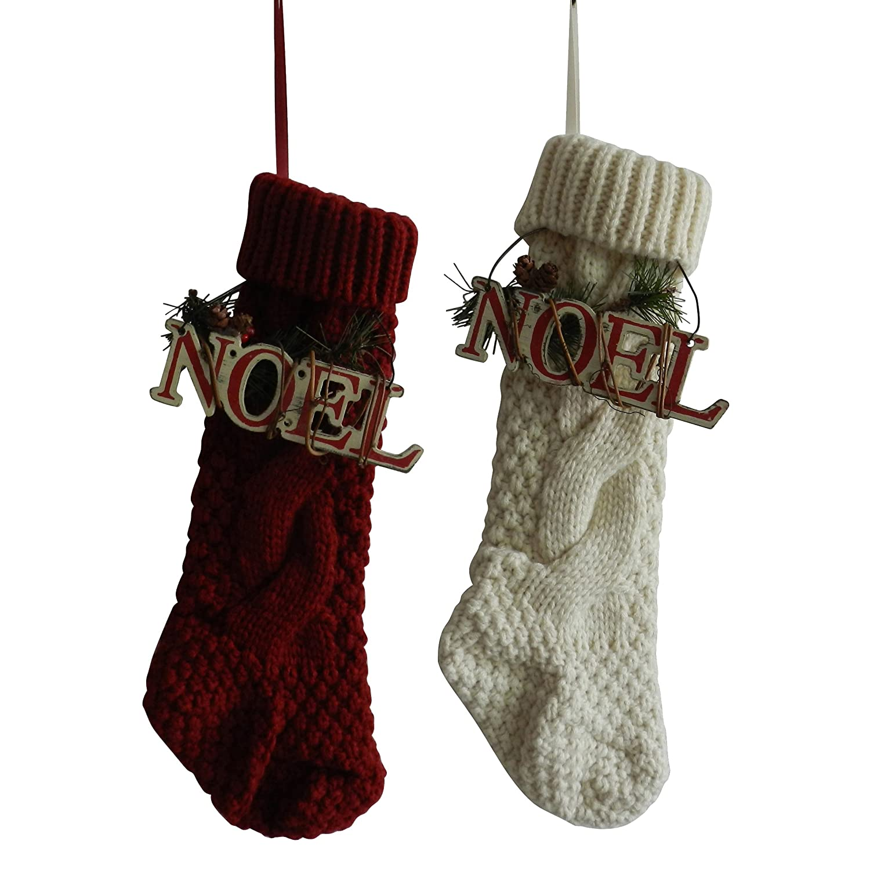 CVHOMEDECO. Borgogna e avorio bianco 35,6 cm albero di Natale a maglia calze di Natale sacchetto regalo con legno Noel Sign by Cvhomedeco. Vintage decorazione da appendere Art, set di 2. CV30006