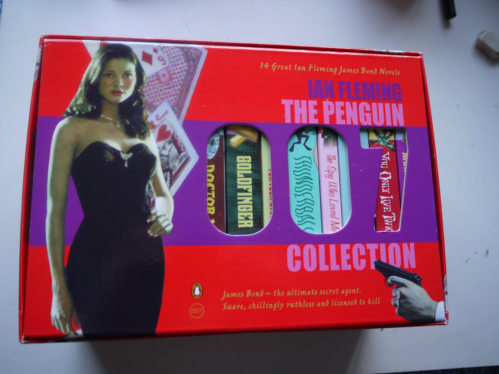 THE PENGUIN 007 COLLECTION all 14 JAMES BOND books in a nice box:  Amazon.co.uk: IAN FLEMING: 9780140911497: Books