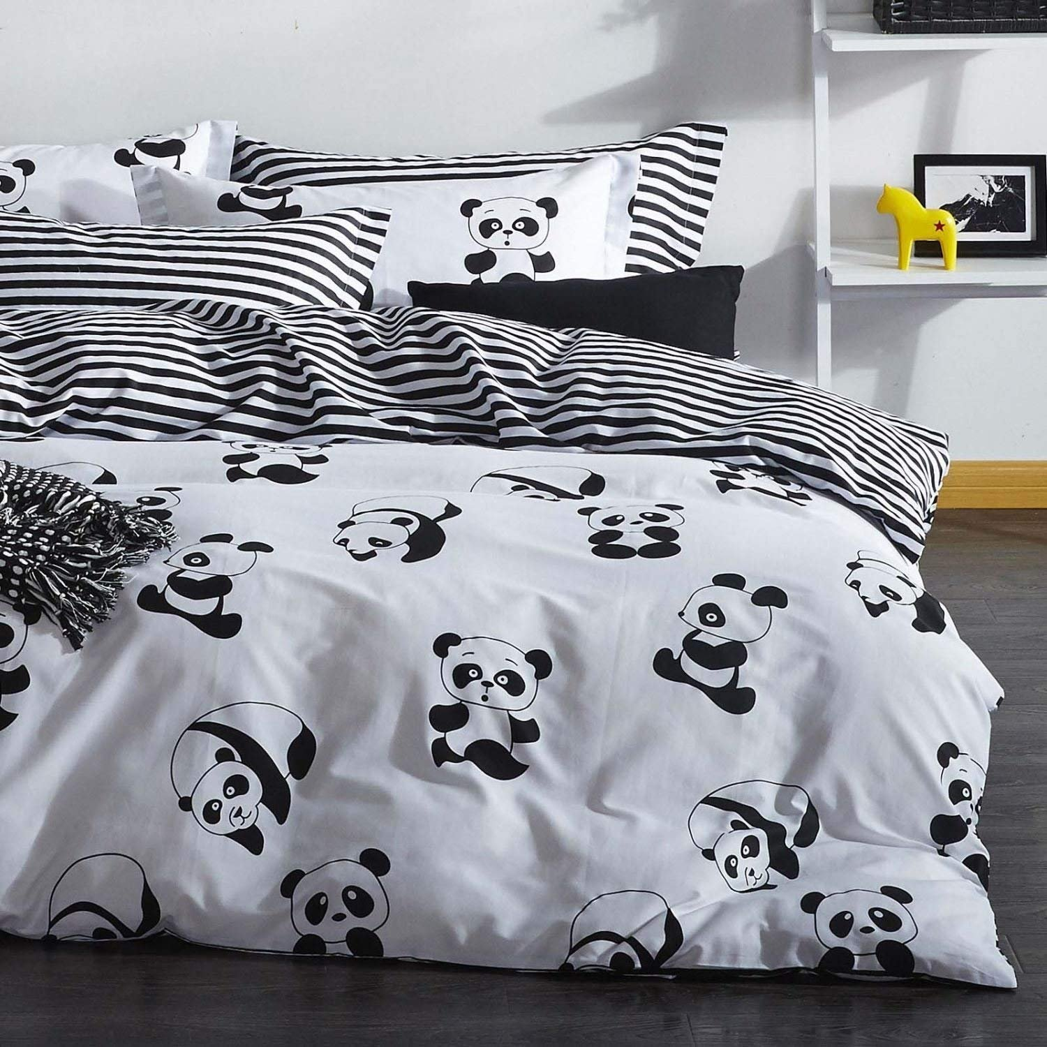 4 Pieces - Full Queen Size Bedding Duvet Cover Set, White and Black Panda Animal Patterns Design Prints,1 Duvet Cover,1 Bed Sheet, 2 Pillow Cases (Queen) Pamukana-Panda