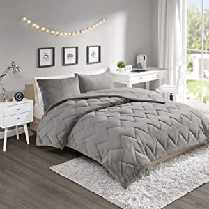 Intelligent Design Kai Solid Chevron Quilted Reversible Ultra Soft Microfiber To Cozy Plush Zipper Closure Comforter Set Bedding, Full/Queen, Grey 3 Piece