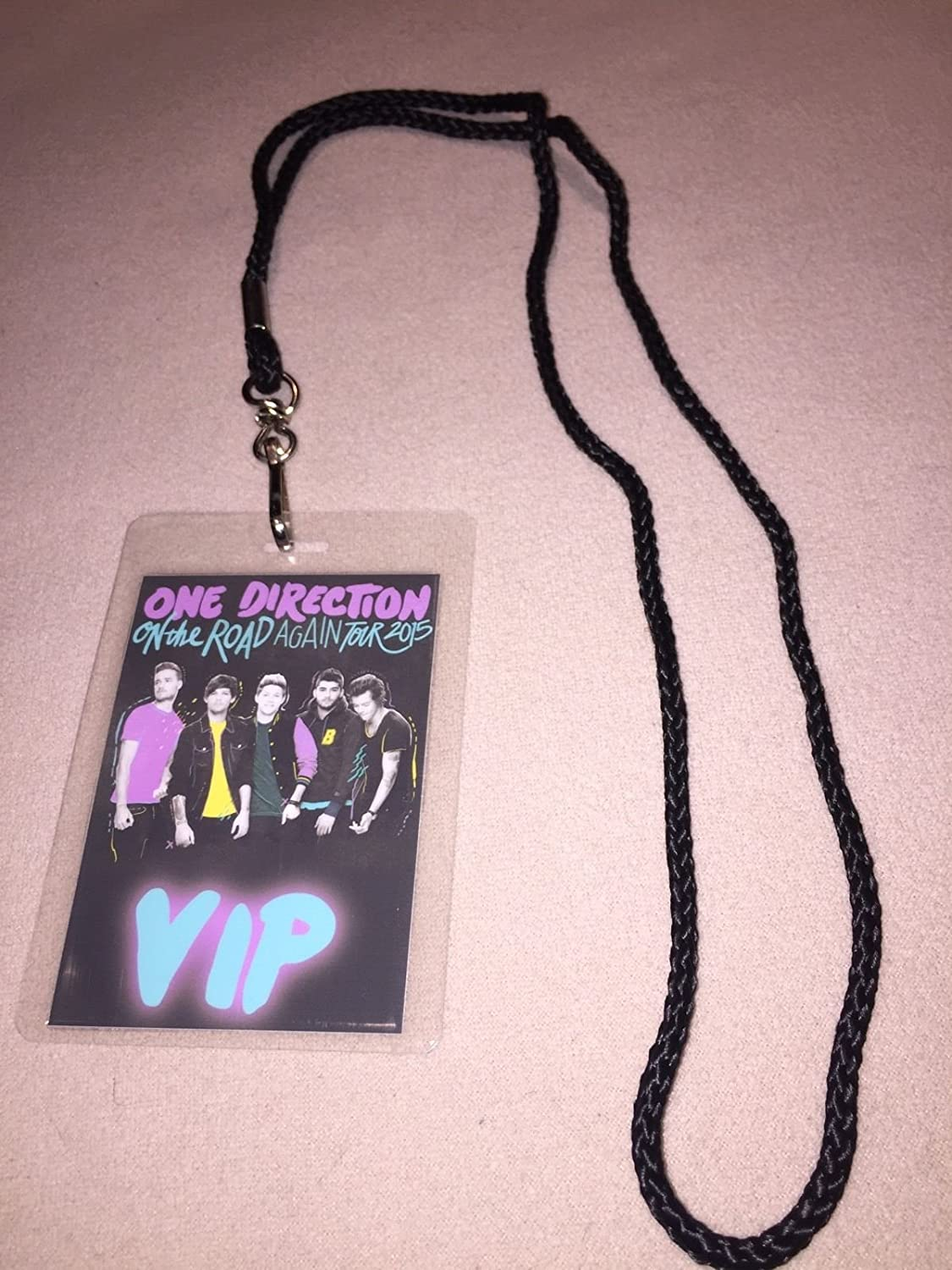 Amazon one direction 1d on the road again 2015 world tour amazon one direction 1d on the road again 2015 world tour vip all access backstage meet greet package pass with lanyard everything else kristyandbryce Images
