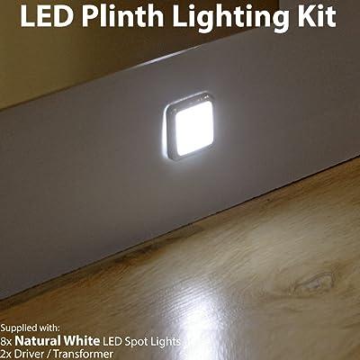 8X Mini Plinth kit d'éclairage à LED carré–Finition en acier inoxydable–Faisceau Blanc naturel–Salle de Bain et cuisine Plinthe/panneau de planc