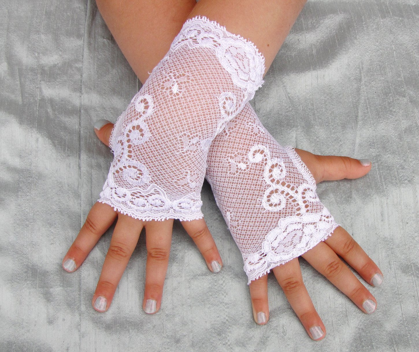 White Lace Fingerless Gloves for Girls Toddlers